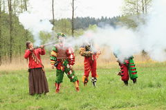 Landsknecht woman shooting from arkebusa Stock Photography