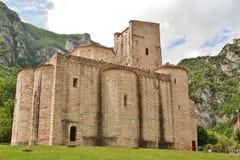 Landskyrka i Genga, Marche, Italien Arkivfoto