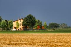 Landslandskap nära Fiorenzuola Piacenza, Italien Royaltyfria Bilder
