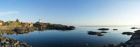 Landsort平衡斯德哥尔摩群岛的灯塔安静 库存图片