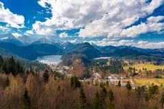 Landsqape sikt från den neuschwanstein slotten royaltyfri fotografi