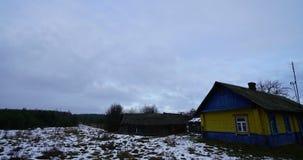 Landssidotimelapse, väder ändrar från positivt soligt till dåligt molnigt arkivfilmer