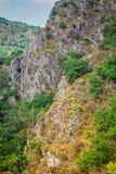 Landssikt på de europeiska fjällängarna Royaltyfri Bild