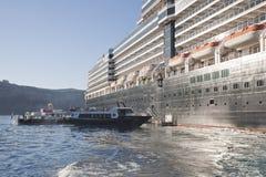 Landstiga från skeppet royaltyfria foton