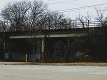 Landstraße auf einer Brücke Lizenzfreies Stockfoto