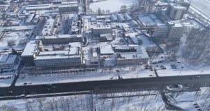 Landstraße in der Kleinstadt stock video