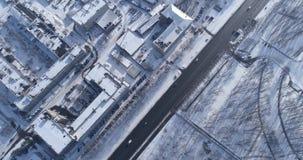 Landstraße in der Kleinstadt stock footage