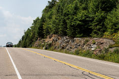 Landstraße 60 durch Algonquin-Park Stockbild