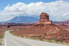 Landstraße in Glen Canyon National Recreation Area lizenzfreies stockfoto