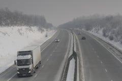 Landstraße im Blizzard Lizenzfreie Stockfotos