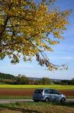 Landstraße im Herbst Lizenzfreies Stockbild