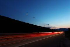Landstraße im Sonnenuntergang Stockbild