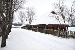 Landstraße im Winter lizenzfreie stockbilder