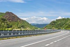 Landstraße in Italien lizenzfreie stockbilder