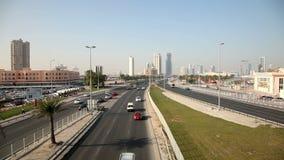 Landstraße in Manama, Bahrain stock video