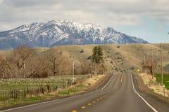Landstraße 26 vorangehendes Ost-Oregon Vereinigte Staaten stockfotos