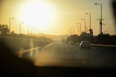 Landstraße während des Sonnenuntergangs Lizenzfreie Stockbilder