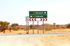 Landstraße Wegweiser Rehoboth Kalkrand, Namibia lizenzfreie stockbilder