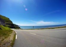 Landstraße zum Meer lizenzfreies stockbild
