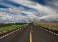 Landstraße zur saubereren Energie Stockfotos