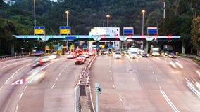Landstraßen-Gebührn-Stand. Zoom heraus schoss. stock video footage