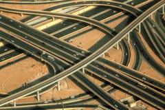 Landstraßenstraßenschnitt in im Stadtzentrum gelegenem Burj Dubai Stockbild