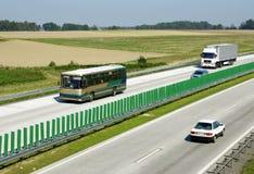 Landstraßenverkehr stockfotografie