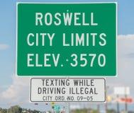 Landstraßenzeichen bei Roswell New Mexiko Stockbild
