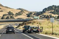 Landstraßenpatrouille stoppt ein Auto für das Schnellfahren Stockbild