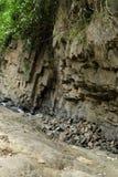 Landstruktur mit kleiner Flussabflussrinne es stockfotografie