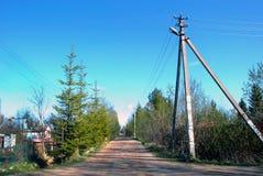 Landsväg i den ryska bygden i vår Royaltyfri Bild