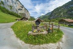 Landsväg i schweizare royaltyfri foto