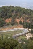 Landsväg nära den Roussillon byn; Luberon Royaltyfria Foton