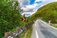 Landsväg nummer 55 i Norge på sommar Royaltyfria Bilder