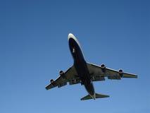 Landung 747 obenliegend Stockbild