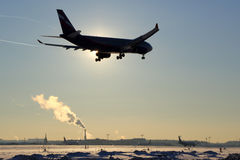 Landung Aeroflots Airbus A330 VP-BLX an internationalem Flughafen Sheremetyevo Lizenzfreie Stockfotos
