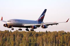 Landung Aeroflots Ilyushin Il-96-300 RA-96007 an internationalem Flughafen Sheremetyevo Lizenzfreie Stockfotografie