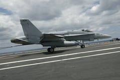 Landung der Hornisse F-18 Stockbild