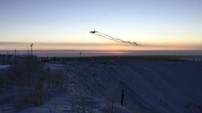Landung eines Flugzeuges stock footage