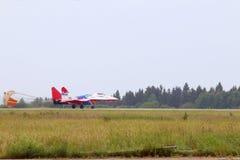 Landung Mig 29 schnell auf airshow Stockbild