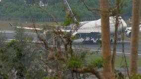 Landung Thai Airways s Boeing 747 stock footage