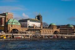 Landungsbruckenpijler in Hamburg Duitsland stock foto