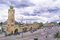 Landungsbruecken και το λιμάνι στο Αμβούργο, Γερμανία στοκ φωτογραφίες