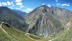 Landweg aan Carania-dorp, Peru Royalty-vrije Stock Foto