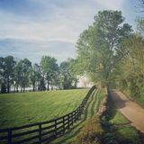Landweg in Clark County, Kentucky Royalty-vrije Stock Foto's