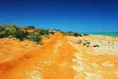 Landweg die door Francois Peron National Park, Australië winden Stock Afbeelding