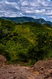 Landweg in Guatemalaanse Bergen royalty-vrije stock foto
