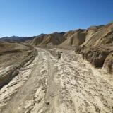 Landweg in het Nationale Park van de Vallei van de Dood. Royalty-vrije Stock Foto