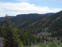 Landweg onderaan de vallei Royalty-vrije Stock Afbeeldingen