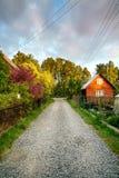 Landweg op de achtergrondkleur en de hemel Royalty-vrije Stock Afbeeldingen